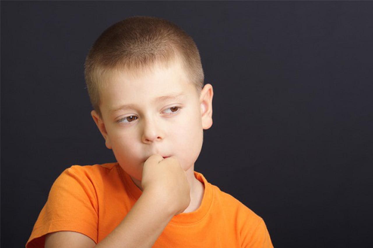 بالصور اكل الاظافر عند الاطفال , مشاكل تقطيم اظافر الاطفال وعلاجها 2107 2