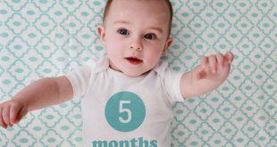 بالصور حركات طفل 5 شهور , تطورات حركه الطفل ذات الخمس شهور 2240 3 310x165