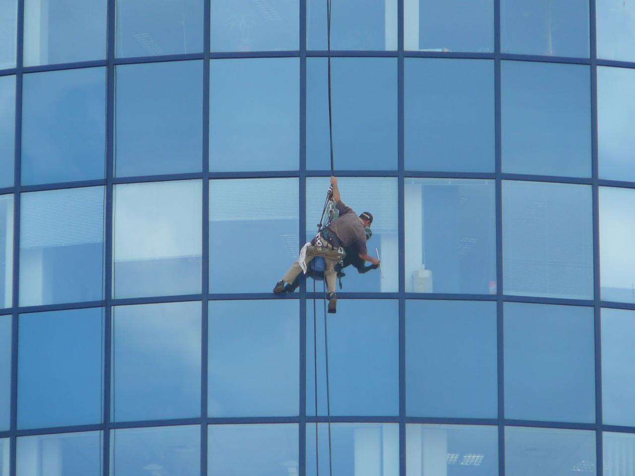 بالصور شركة تنظيف واجهات زجاج بالرياض , مهام شركات تنظيف الزجاج المتعدده 2545 2