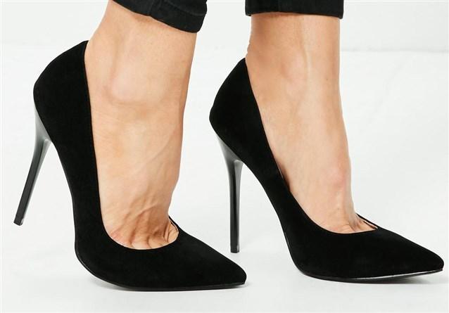 صور تفسير حلم لبس حذاء اسود قديم , تفسير حلم الحذاء الاسود