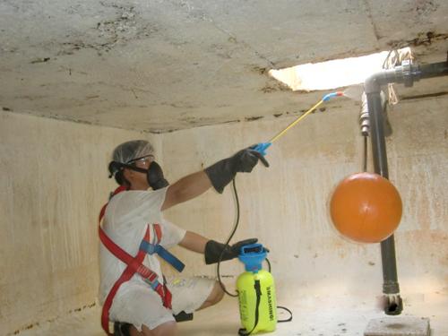 صور تنظيف خزانات المياه بجدة , حملات تفيد الصحه بجده لسلامه المياه