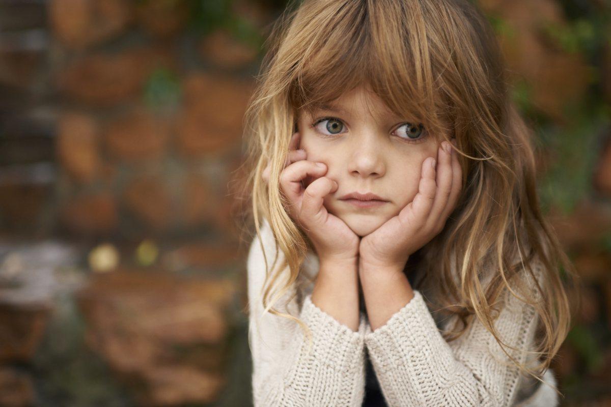 صوره لطفله حزينه