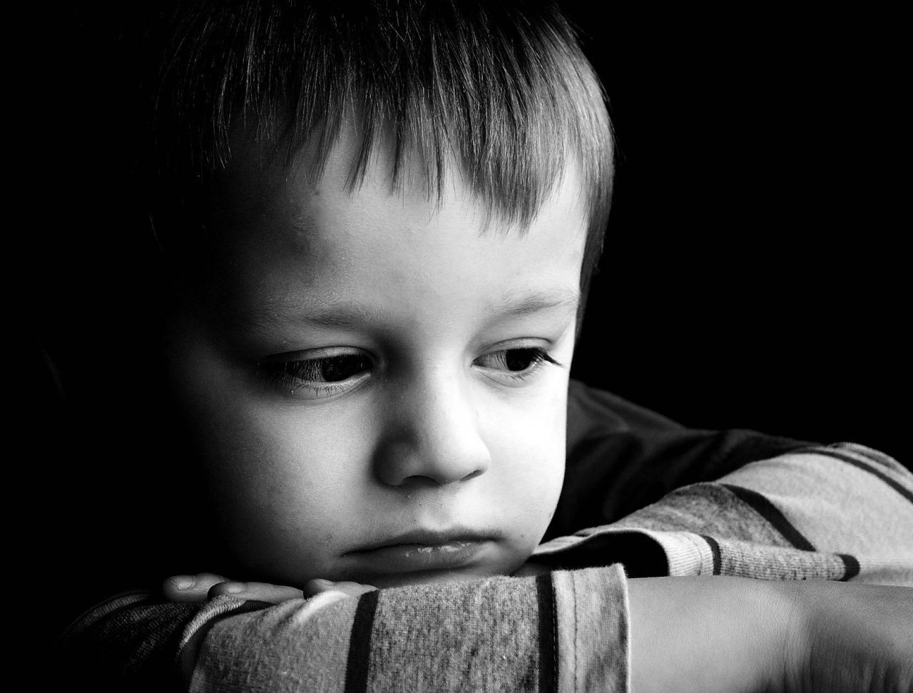 صورة صور اطفال حزينة , اطفال تبكى وحزينة بالصور