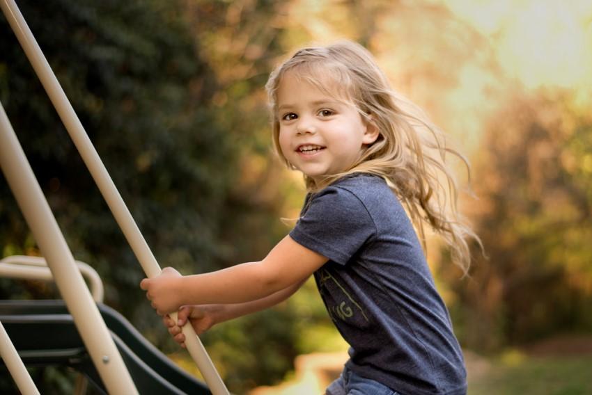صورة صورة طفلة تبتسم , اجمل صور الاطفال وهى تبتسم