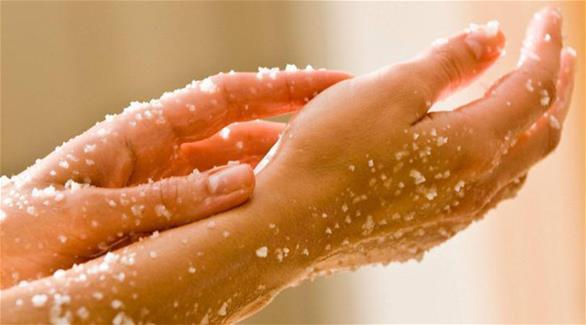صورة ازالة الجلد الميت من الجسم , تنعيم وتبيض الجسم