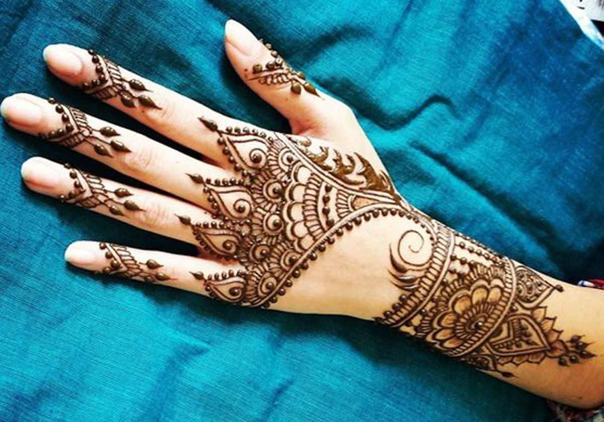 صورة تفسير حلم الحناء في اليد لابن سيرين , حلمت اني برسم حناء في يدي