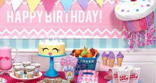 صورة ترتيب طاولة عيد ميلاد , ديكورات لبوفيه العيد ميلاد