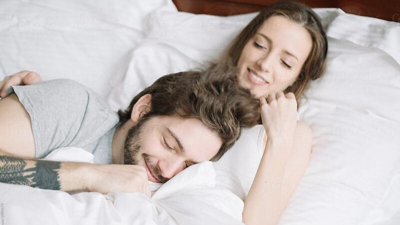 صورة كيف اكون جريئه مع زوجي في الفراش , ازاي اسعد جوزي خلال العلاقة