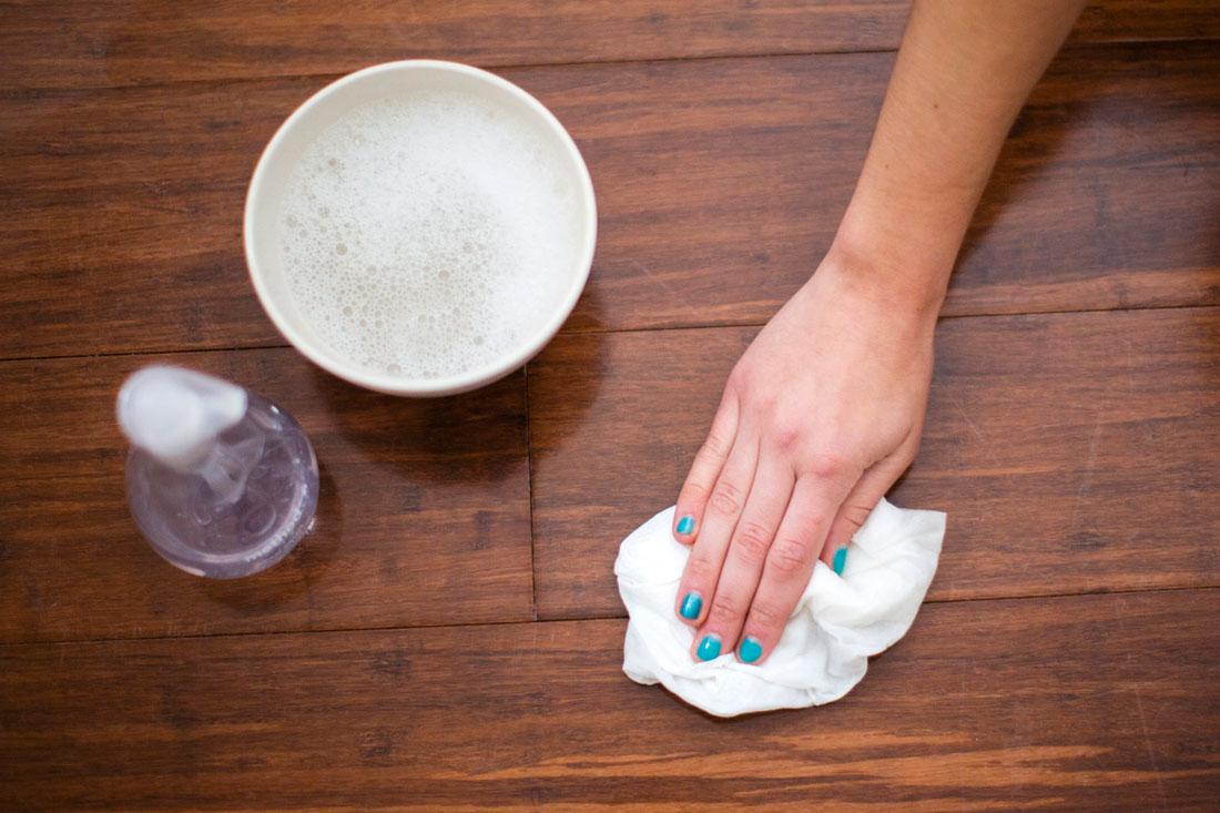 صورة اجعلي الأرضية جديدة دائما , طريقة تنظيف الباركيه بالخل